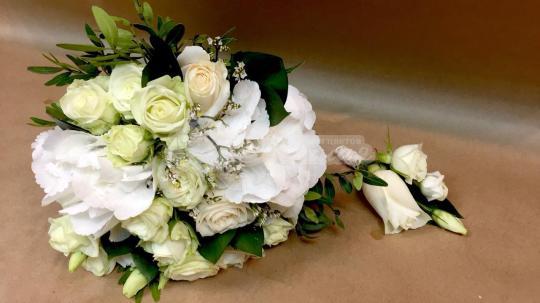 Букет из гортензий, лимониума, розы кустовой, розы кения, эустомы