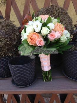 Букет из роз эквадор, фрезии, розы кустовой, эустомы