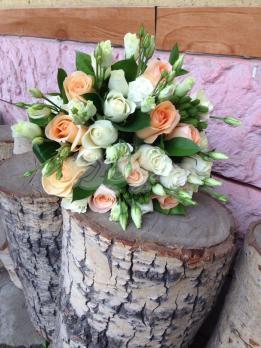 Букет из розы эквадор, эустомы, брунии