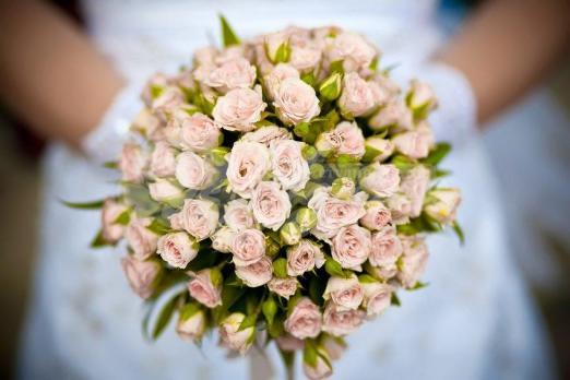 Букет из кустовых роз 17 шт