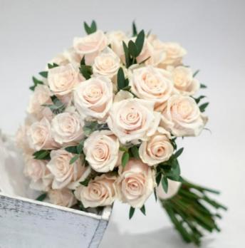 Букет из розы вендела 31 шт, эвкалипта 3 шт