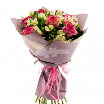 Букет из 7 роз и альстромериями