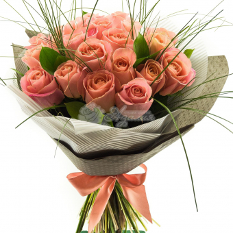 Букет из 23 роз с зеленью